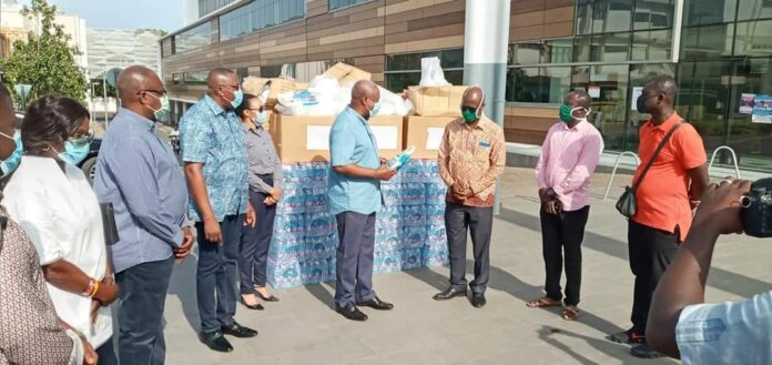 Former President John Dramani Mahama on Sunday presented one hundred sets of personal protective equipment (PPE) to health workers at the Greater Accra Regional (Ridge) Hospital in Accra. The presentation, according to Mr. Mahama, follows reports of shortage of PPE and other materials required by the frontline medical personnel at the hospital in their fight against the coronavirus.